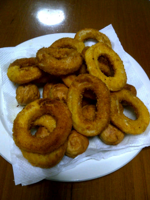 random, but swollen onion rings LOL real delicious :P